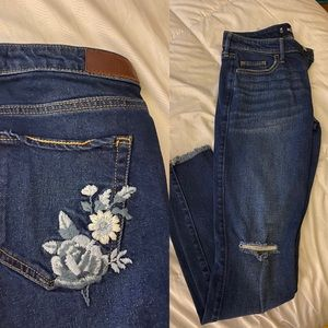 BRAND NEW HOLSTER JEANS WITH ROSE DETAILING